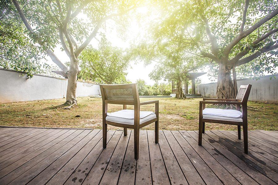 Consejos para cuidar el suelo de madera resistente - Suelo exterior madera ...